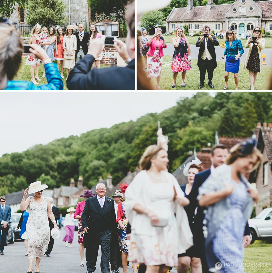 Guests arrive reportage wedding photography