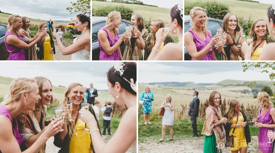 Reportage photos of wedding guests