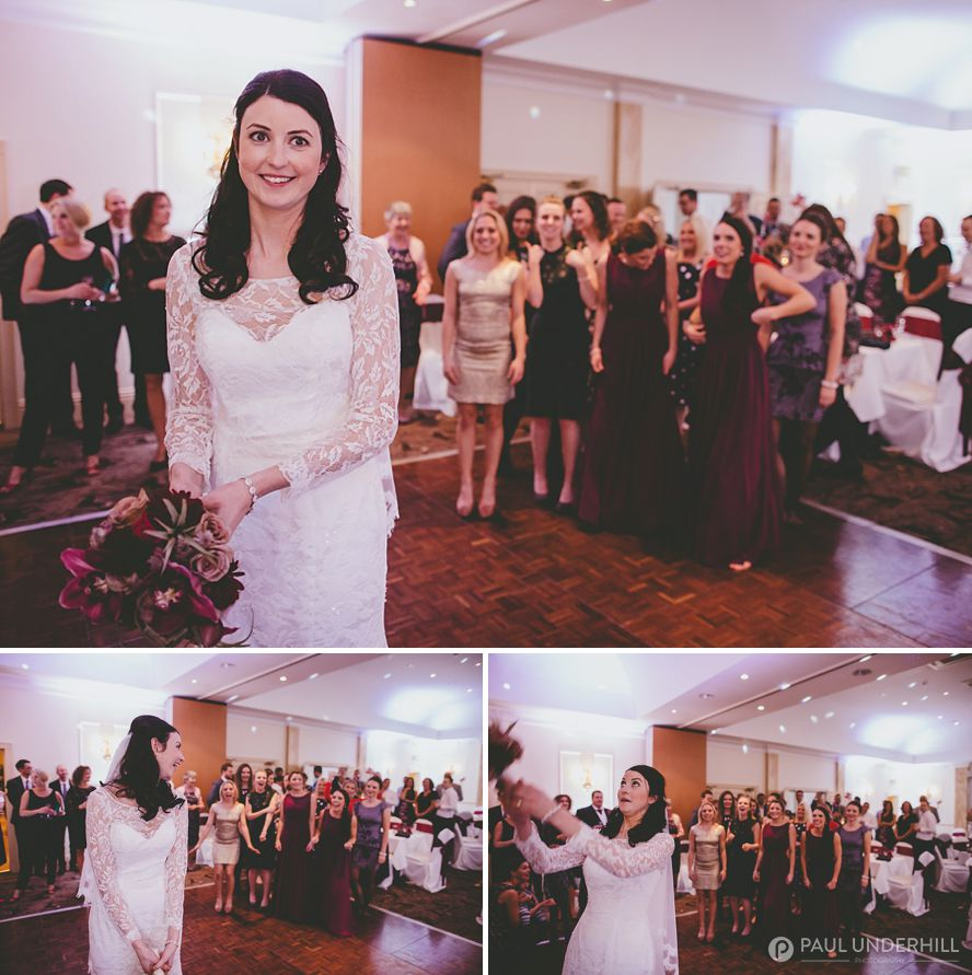 Reportage photos of bride throwing bouquet